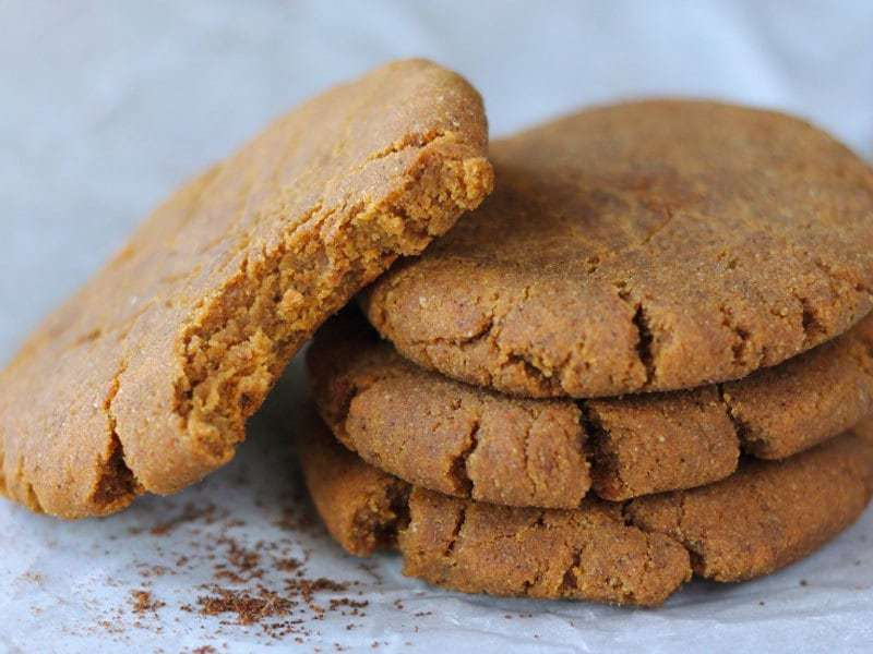 Soft & Chewy Paleo Gingerbread Cookies | Physical Kitchness